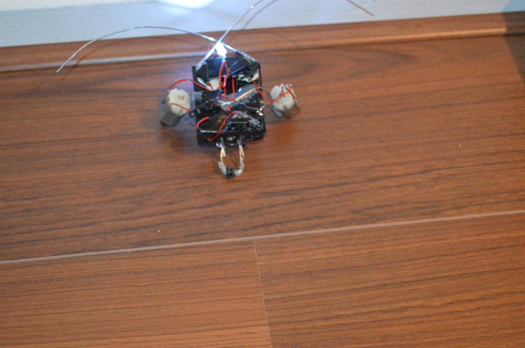 Kever Robot: boven tegen muur