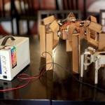 Robot gemaakt van karton