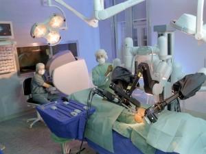 """,,In laboratoria, de revalidatie en de chirurgie is de robot niet meer weg te denken."""""""